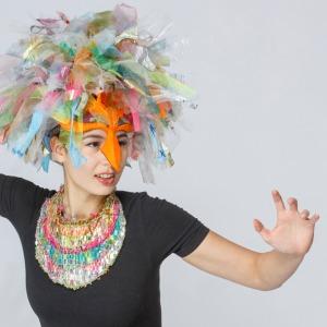 Maske Papagena und gewobenes Collier